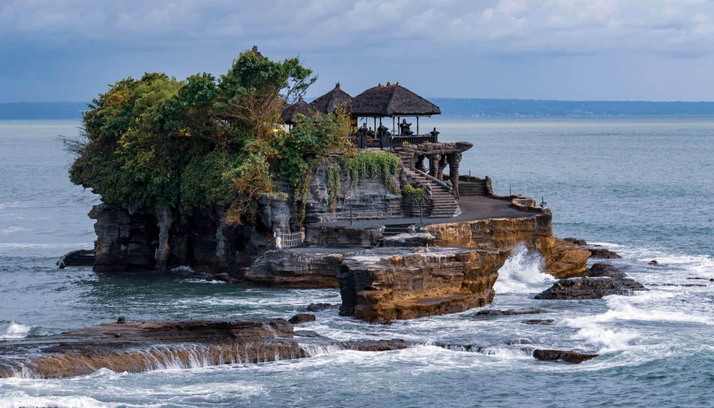 tanah lot temple bali indonesia SP