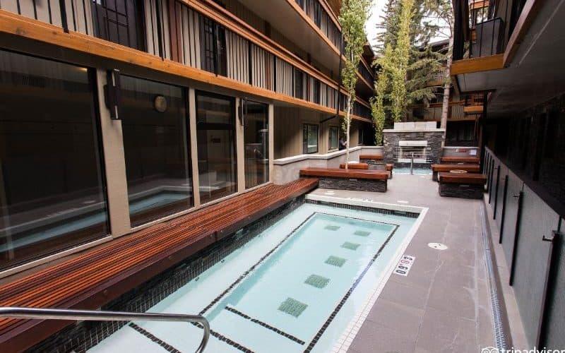 Banff Aspen Lodge hot tub sm