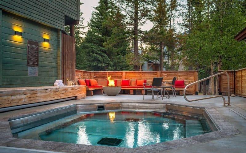 Buffalo Mountain Lodge hot tub sm