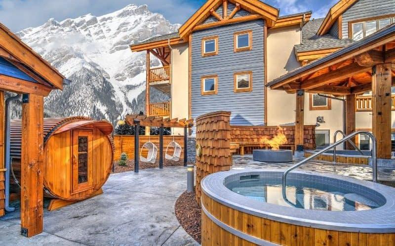Canalta Lodge banff hot tub sm