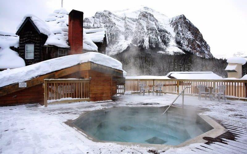 Deer Lodge hot tub banff sm