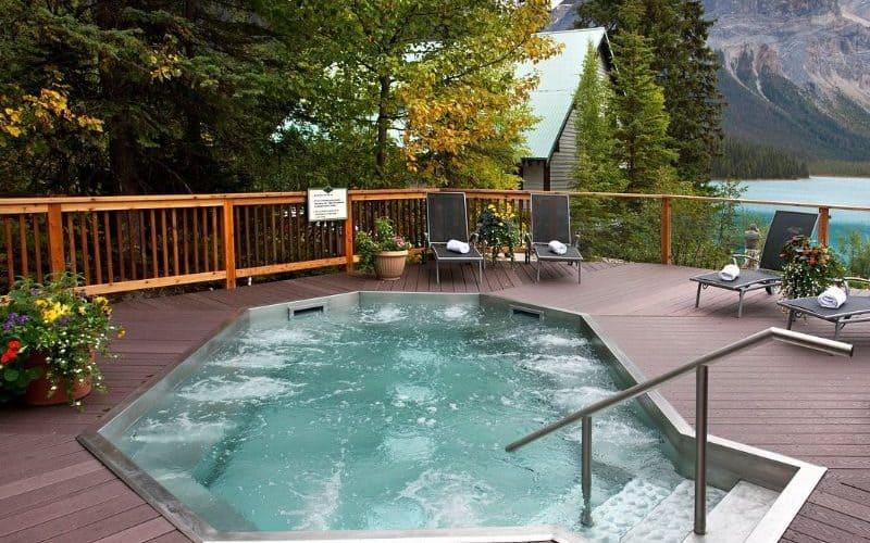 Emerald Lake Lodge banff hot tub sm