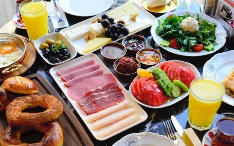Emirgan Sütiş istanbul breakfast NL