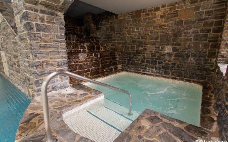 Fairmont Banff Springs hot tub sm